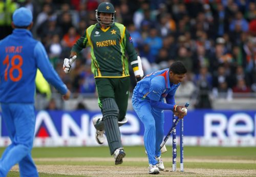 India's Umesh Yadav (R) runs out Pakistan's Mohammad Irfan during their ICC Champions Trophy group B match at Edgbaston