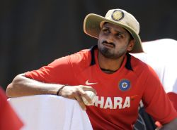 Rediff Sports - Cricket, Indian hockey, Tennis, Football, Chess, Golf - Harbhajan rescued by Indian Air Force
