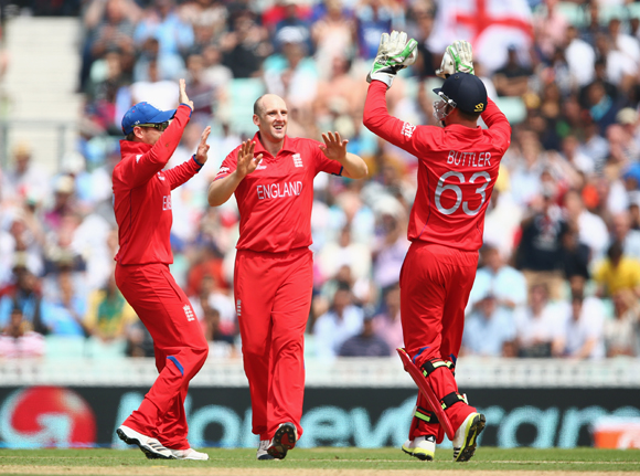 James Tredwell of England celebrates with Jos Buttler and Ian Bell after taking the wicket of Faf du Plessis of South Africa