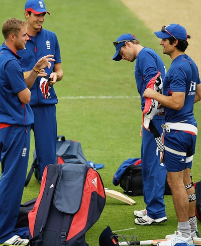 Stuart Broad, Steve Finn, Ian Bell and Alastair Cook of England talk