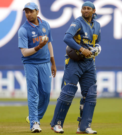 Tillakaratne Dilshan leaves the field with injury as Rohit Sharma looks on