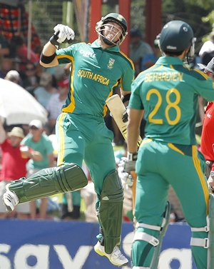South Africa's Colin Ingram (left) celebrates