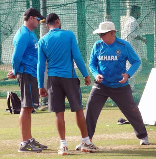 Coach Duncan Fletcher in conversation with Harbhajan Singh
