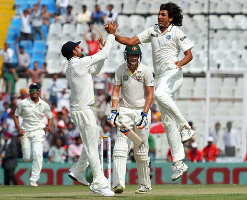 Ishant Sharma celebrates after dismissing Mitchell Starc