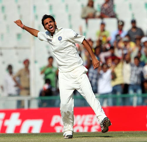 Bhuvanehwar made most of the new ball and troubled the Australian top order