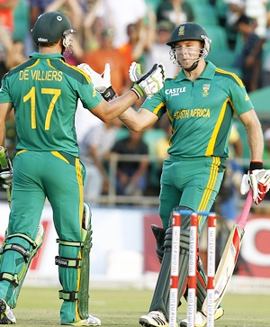 South Africa's David Miller (right) is congratulated by captain AB de Villiers