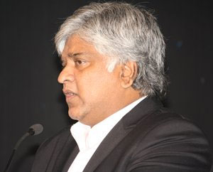 Ranatunga says Jayalalithaa, Karunanidhi playing politics