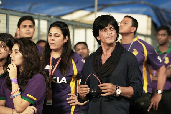 Shah Rukh Khan (right)