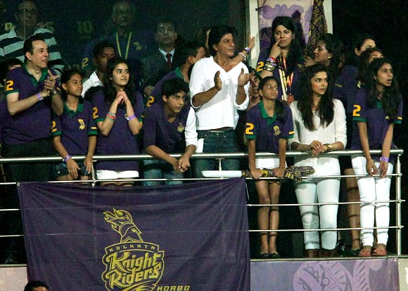 KKR owner Shah Rukh Khan (centre) cheers for his team