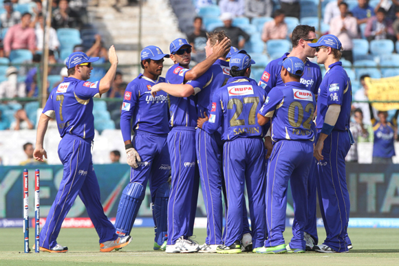 Rajasthan Royals captain Rahul Dravid , Shaun Tait , James Faulkner celebrate the wicket of Virender Sehwag