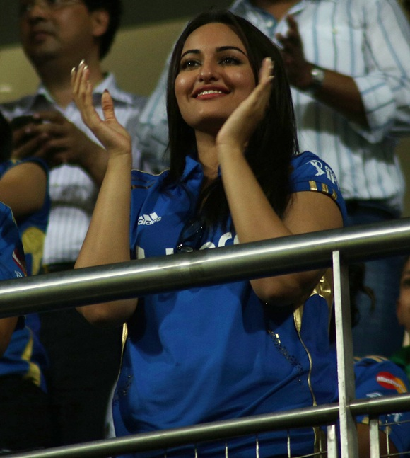 IPL: Sultry Sonakshi roots for Mumbai Indians