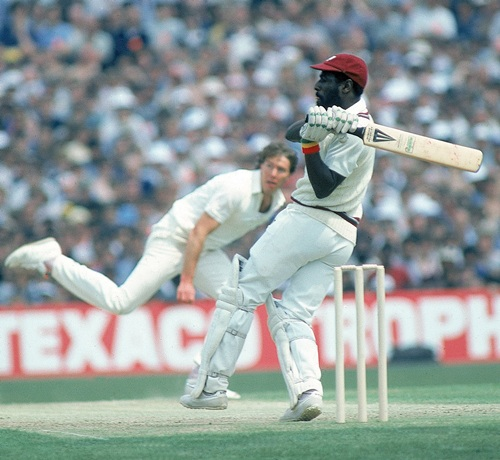 Vivian Richards batting without a helmet against Derek Pringle of England in 1984
