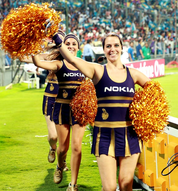 Kolkata Knight Riders cheerleaders welcome the teams to the ground