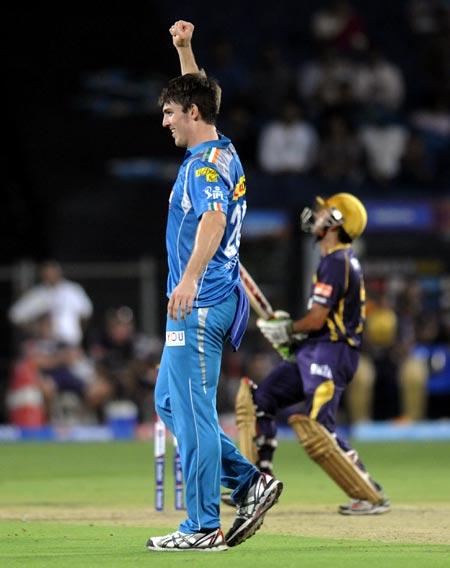 Mitchell Marsh celebrates the wicket of Gautam Gambhir