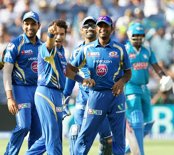 Sachin Tendulkar celebrates with his teammates