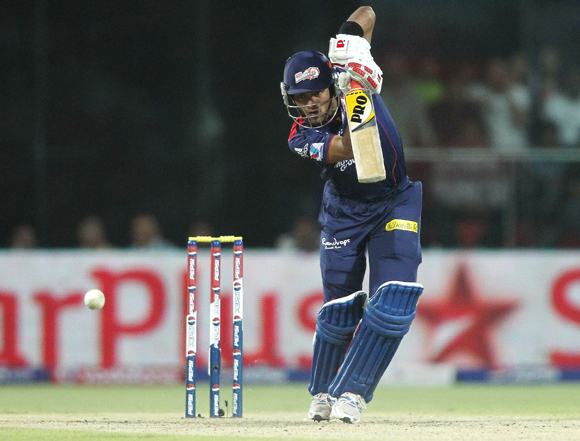 Unmukt Chand of Delhi Daredevils drives a delivery