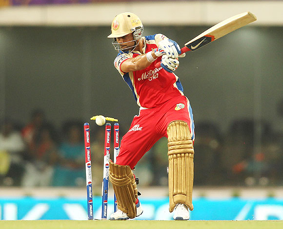 Virat Kohli is bowled by Jacques Kallis