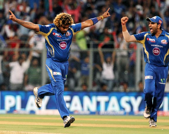 Lasith Malinga celebrates the wicket of Parthiv Patel