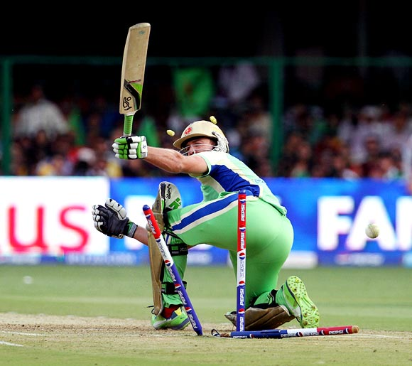 AB de Villiers is bowled by Awana