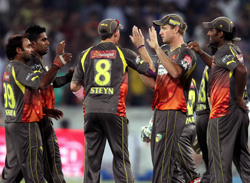 Sunrisers Hyderabad's players celebrate the run out of Rahul Dravid