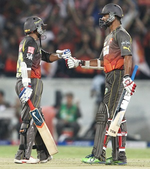 Rediff Cricket - Indian cricket - IPL: Hyderabad qualify for play-offs, knock Bangalore out