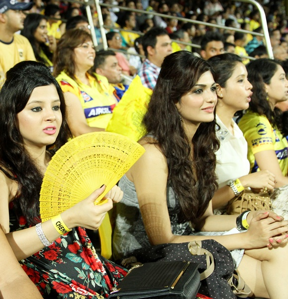 Sakshi Dhoni (left)