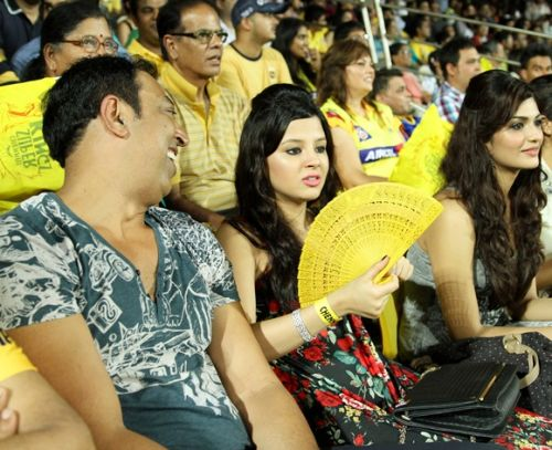 Vindoo Dara Singh with Sakshi Dhoni at an IPL match