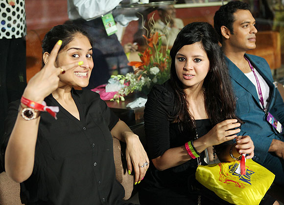 Poorna Patel and Sakshi Dhoni during the IPL final