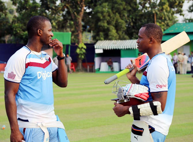 Darren Sammy (left) speaks to Marlon Samuels