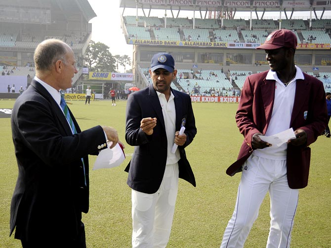 India captain Mahendra Singh Dhoni (2nd left) at the toss with West Indies skipper Darren Sammy (right)