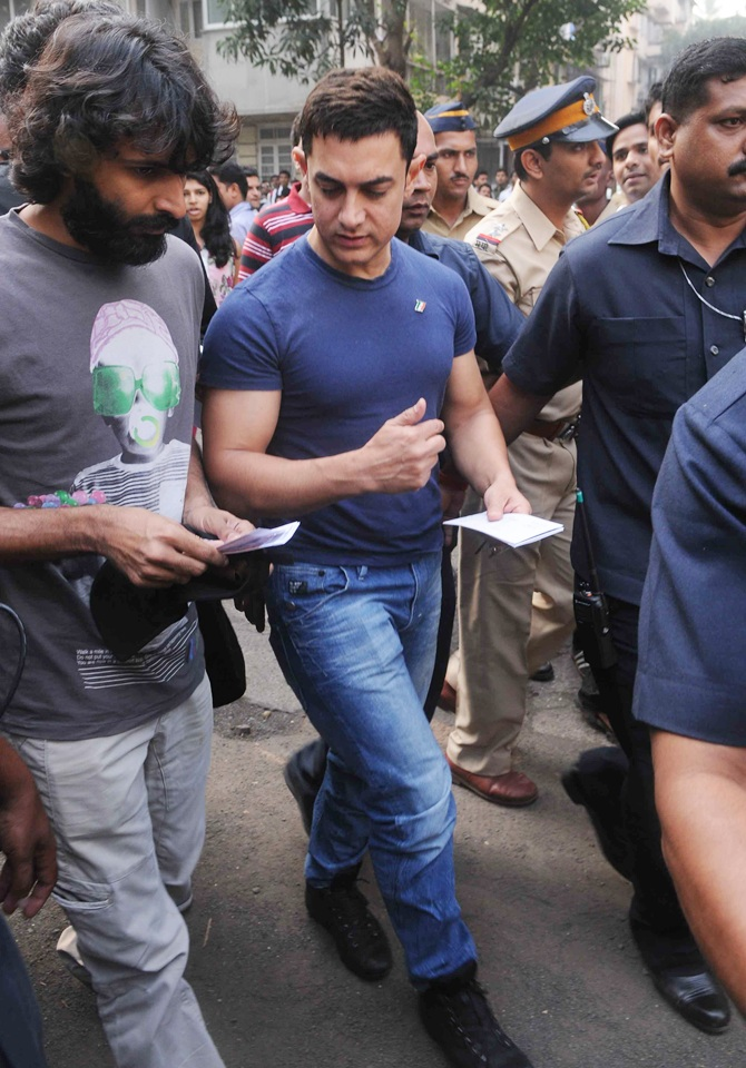 Spotted: Aamir Khan at Wankhede to watch Sachin Tendulkar!