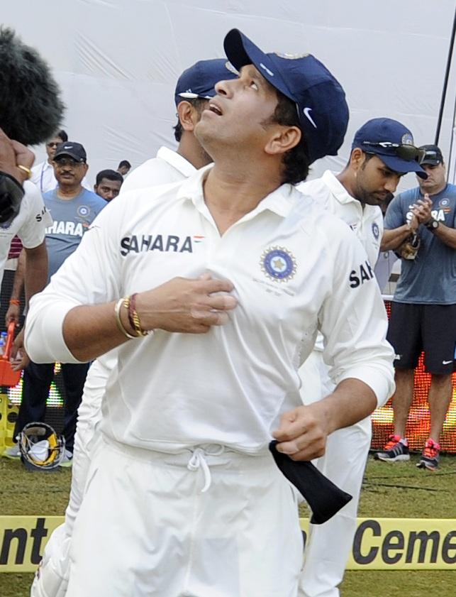 Sachin Tendulkar walks in to the stadium