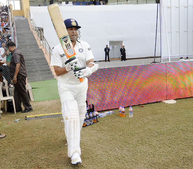 Sachin Tendulkar with his new bat