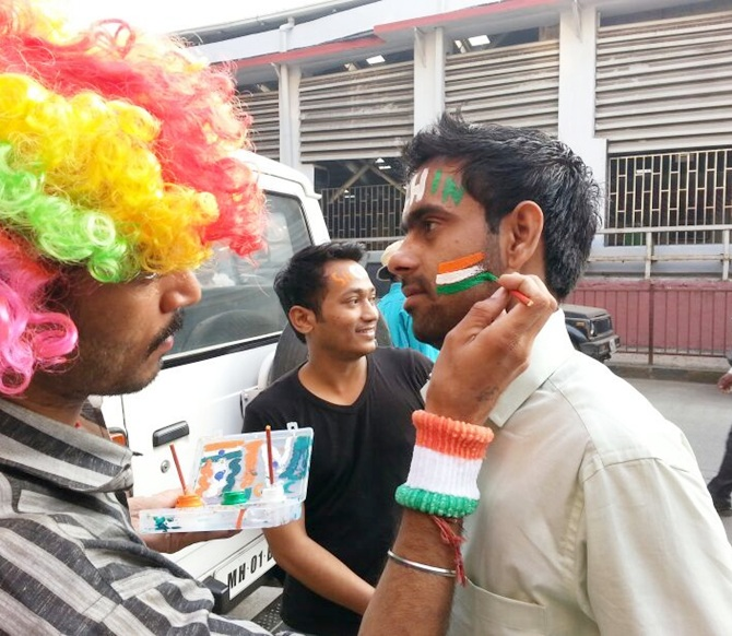 PHOTOS: Sachin Tendulkar's hysterical fans