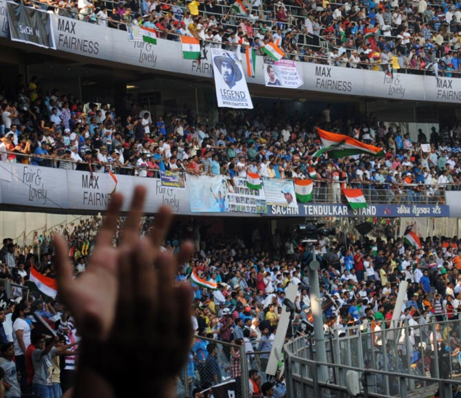 Wankhede crowd high on Sachin!