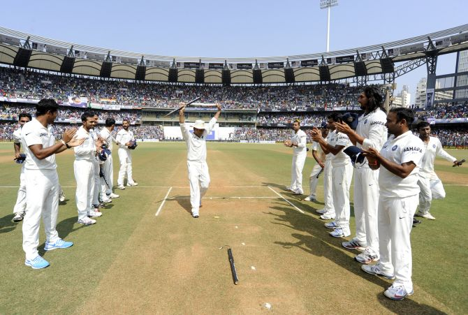 Sachin Tendulkar receiving guard of honour