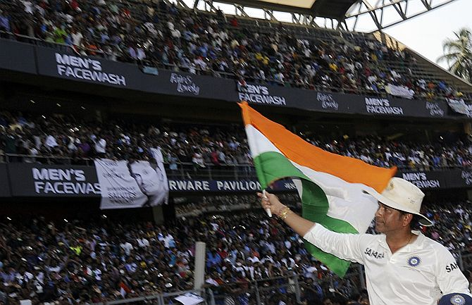 Sachin Tendulkar does the lap of honour at the Wankhede