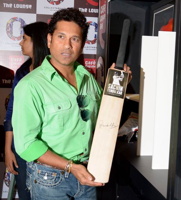 Sachin Tendulkar displays a commemorative autographed bat of his 200th Test at the launch of India's first celebrity commerce website Collectabillia in association with Cafe Coffee Day lounge