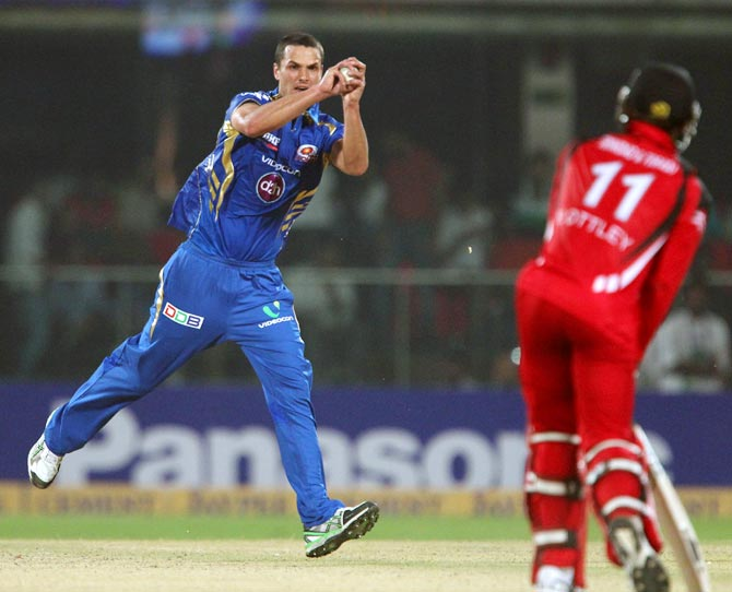Nathan Coulter-Nile fields off his own bowling
