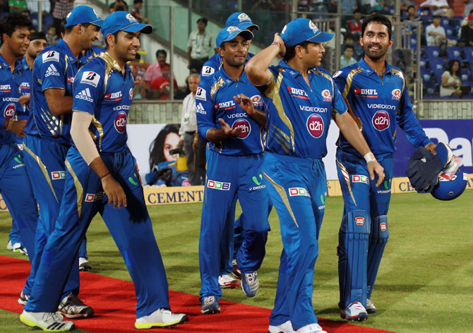Sachin Tendulkar of Mumbai Indians walks through a Guard of Honour from the Mumbai Indians players