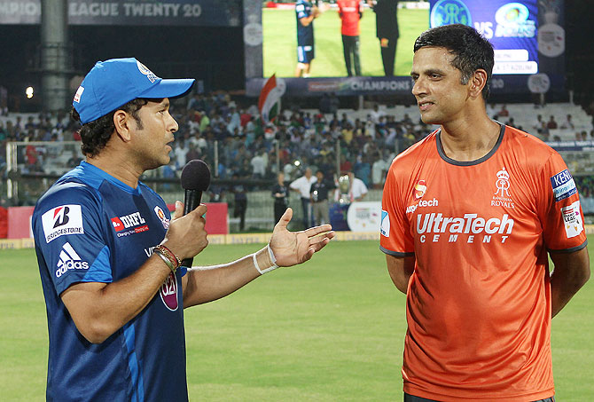 Sachin Tendulkar of Mumbai Indians chats with Rajasthan Royals captain Rahul Dravid