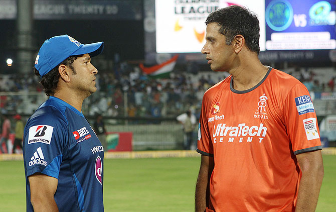 Sachin Tendulkar of Mumbai Indians chats with Rajasthan Royals captain Rahul Dravid on Sunday