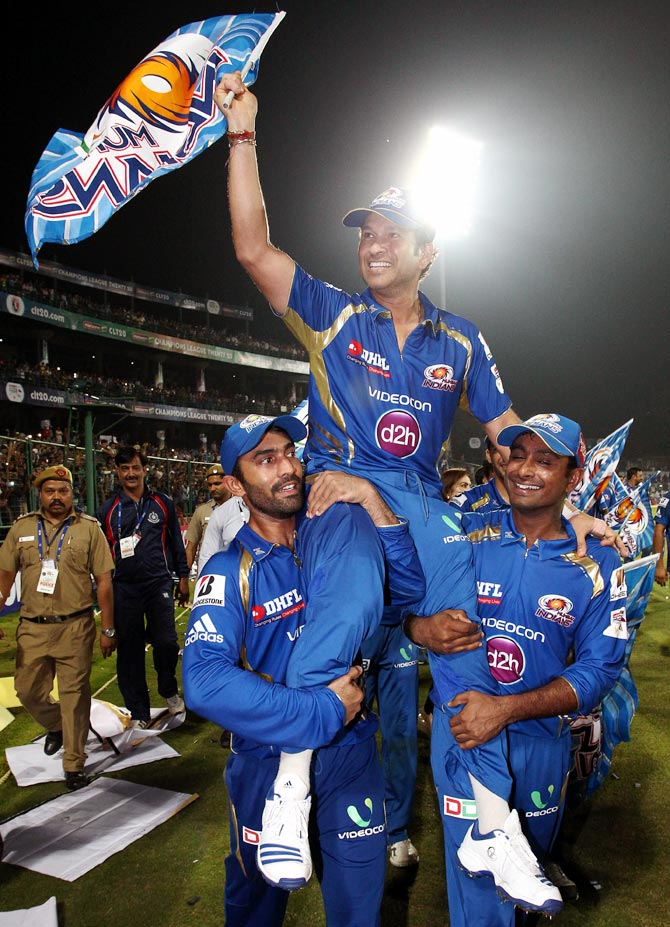 Sachin Tendulkar celebrates winning CLT20 with his Mumbai Indians team mates