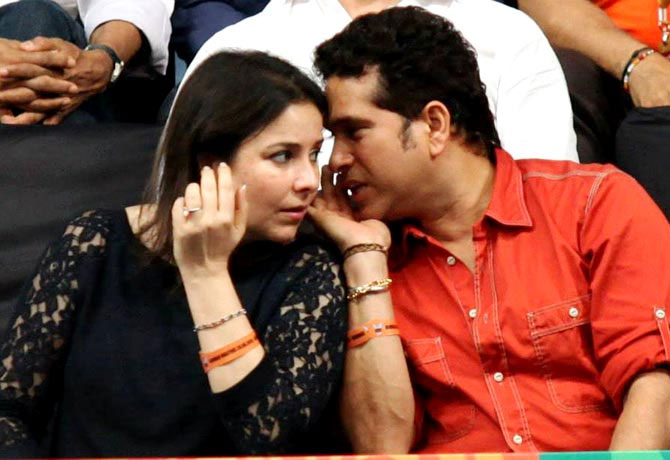 Sachin Tendulkar speaks to his wife Anjali