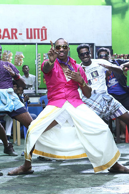 Dwayne Bravo on the sets of Tamil film 'Ula'