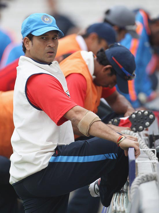 'Only a cricketer can value Sachin's achievements'