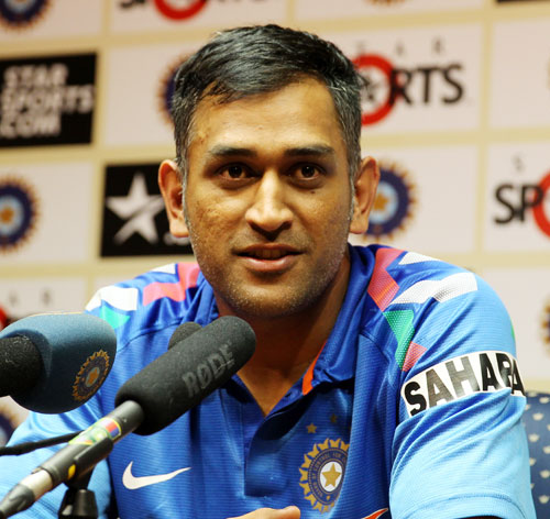 MS Dhoni speaking to media