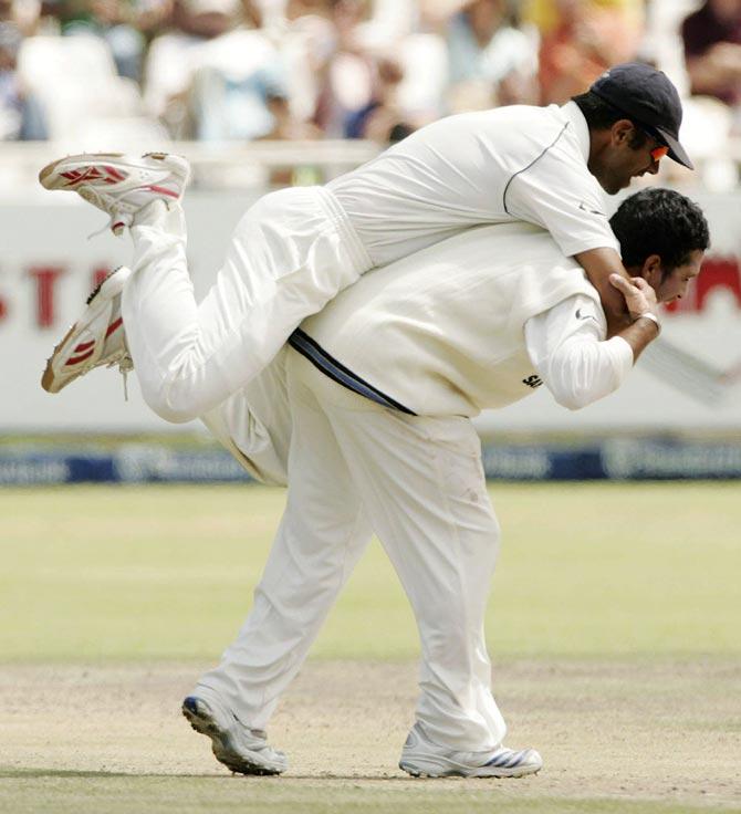 Rahul Dravid celebrates a wicket with Sachin Tendulkar