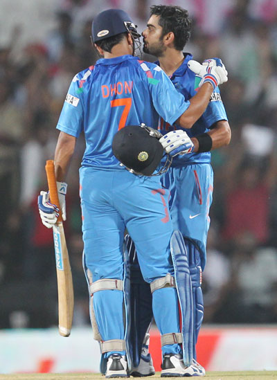 MS Dhoni congratulates Virat Kohli on scoring century
