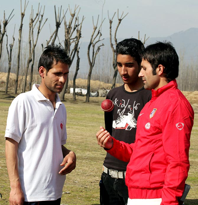 Parvez Rasool speaks to youngsters